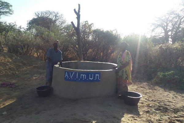 Agua en el pozo de Senegal